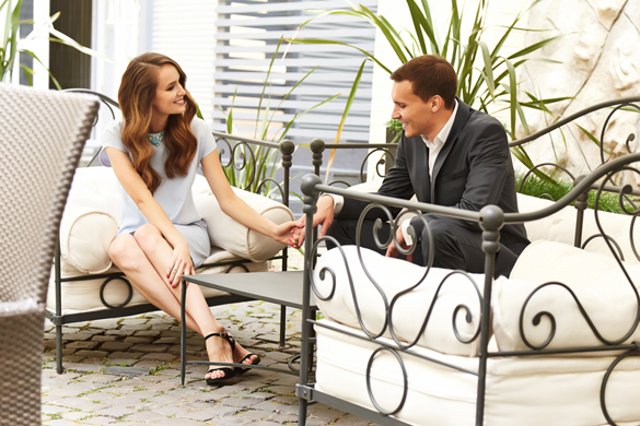 beautiful-couple-flirt-talking